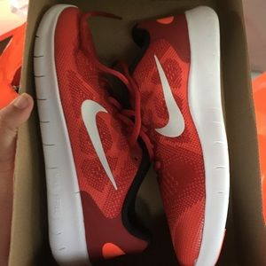 New 7Y Nike Free sneakers red